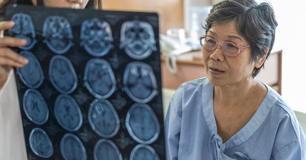 lderly woman reviewing brain scans with doctor
